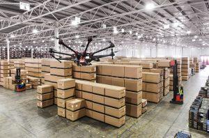 Dron en Centro Logístico