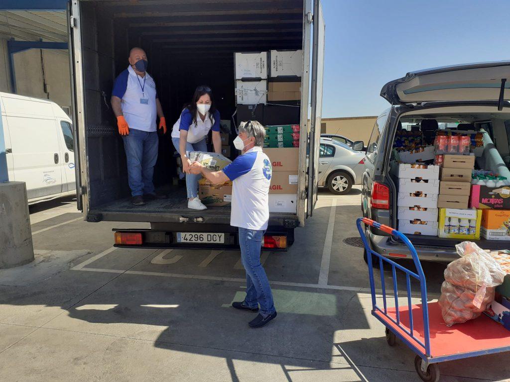 Moving The World, el voluntariado corporativo de Grupo Sesé y la Fundación Sesé, colaborando con el programa de asistencia alimentaria de la Fundación Sesé.
